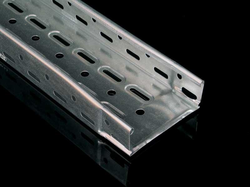 % Žľab NKZI 50x125x0,70 S MARS dierovaný s integr. spojkou (l=2m) NKZI 50x125x0.70 S